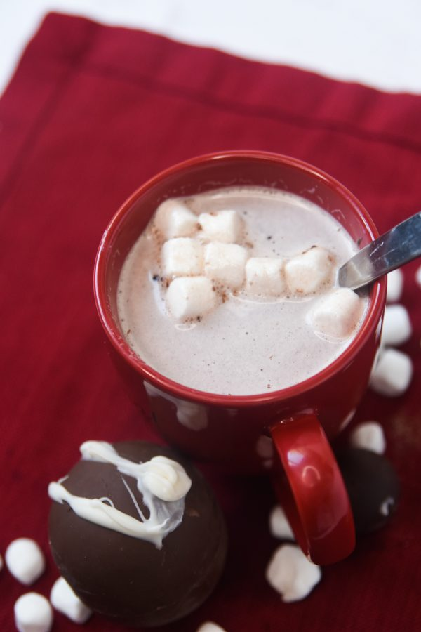 hot cocoa bomb with. marshmallows