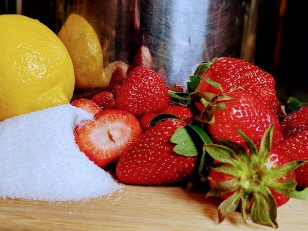 strawberries with sugar and lemon