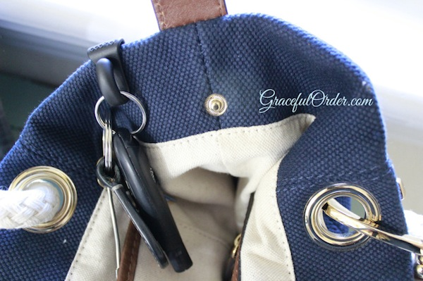 Hook The Keychain to the Top of Your Purse or Belt Loop // Lost your Keys? - 5 Organizing Tips for Never Losing Them Again // simplyspaced.com