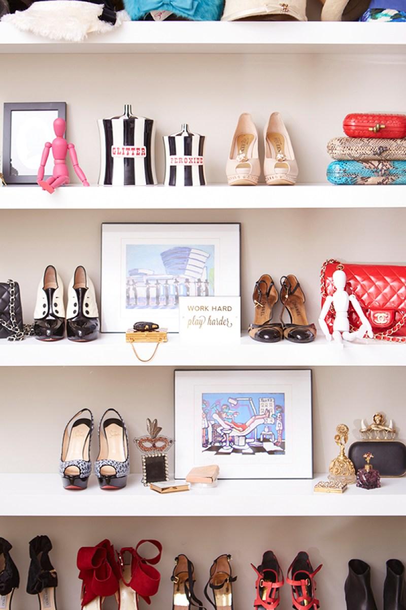 Shoe organizing and storage ideas // organized home // storage solutions // closet organizing // shoes displayed on bookshelf // bedroom decor // www.SimplySpaced.com