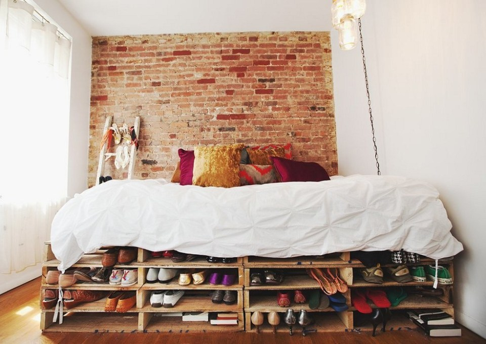 Shoe storage // Bedroom decor and organizing // Shoe organizing and storage ideas // organized home // storage solutions // closet organizing // cheap DIY storage solutions // www.SimplySpaced.com