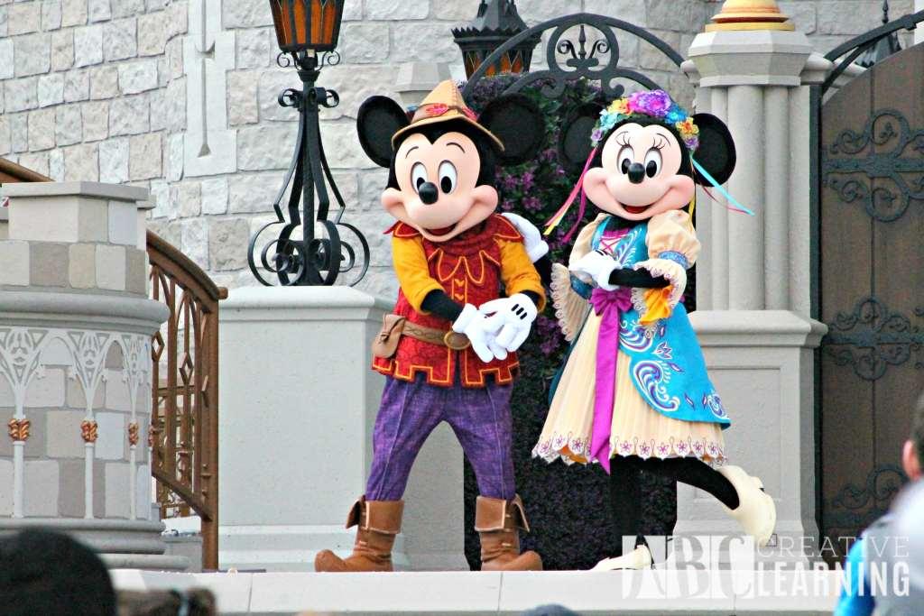 Top 4 New Attractions To Visit At Walt Disney World #AwakenSummer Minnie