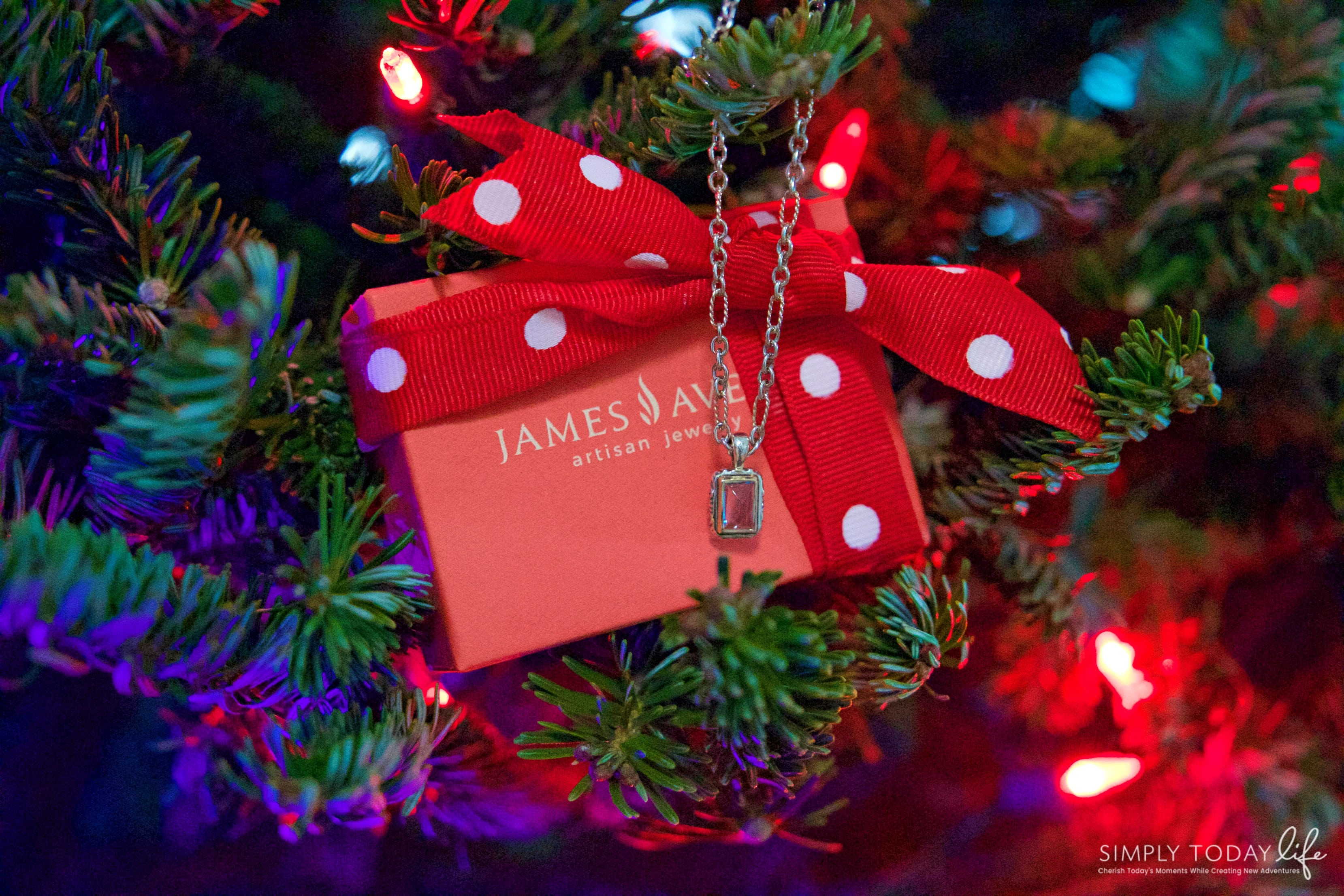 a sentimental holiday gift for mom with james avery artisan jewelry christmas present for mom
