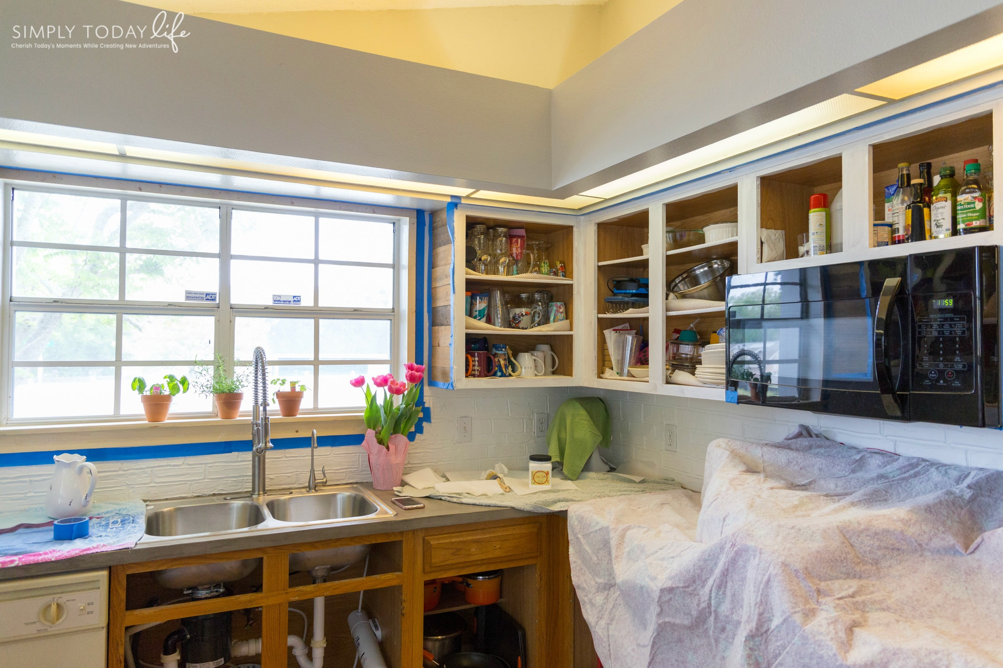 DIY panting kitchen cabinets with chalk paint - simplytodaylife.com.jpg