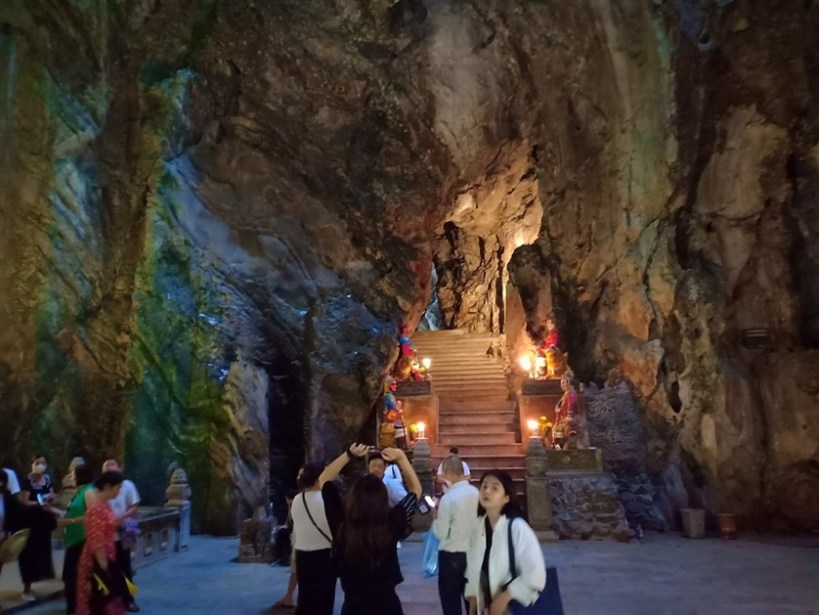 Marble mountains and Ba Na Hills tour (6)