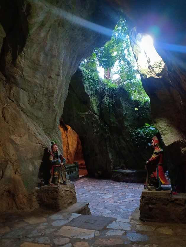 Marble mountains and Ba Na Hills tour (7)