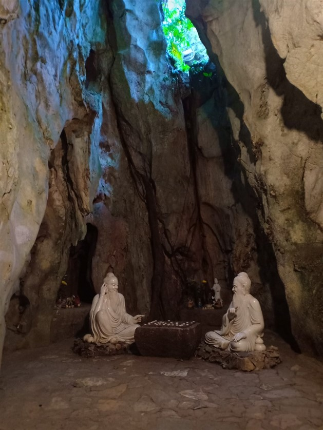 Marble mountains and Ba Na Hills tour (9)