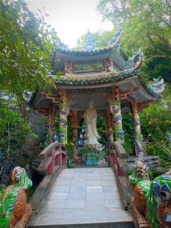Marble Mountains, Monkey Mountain and Da Nang nightlife (4)