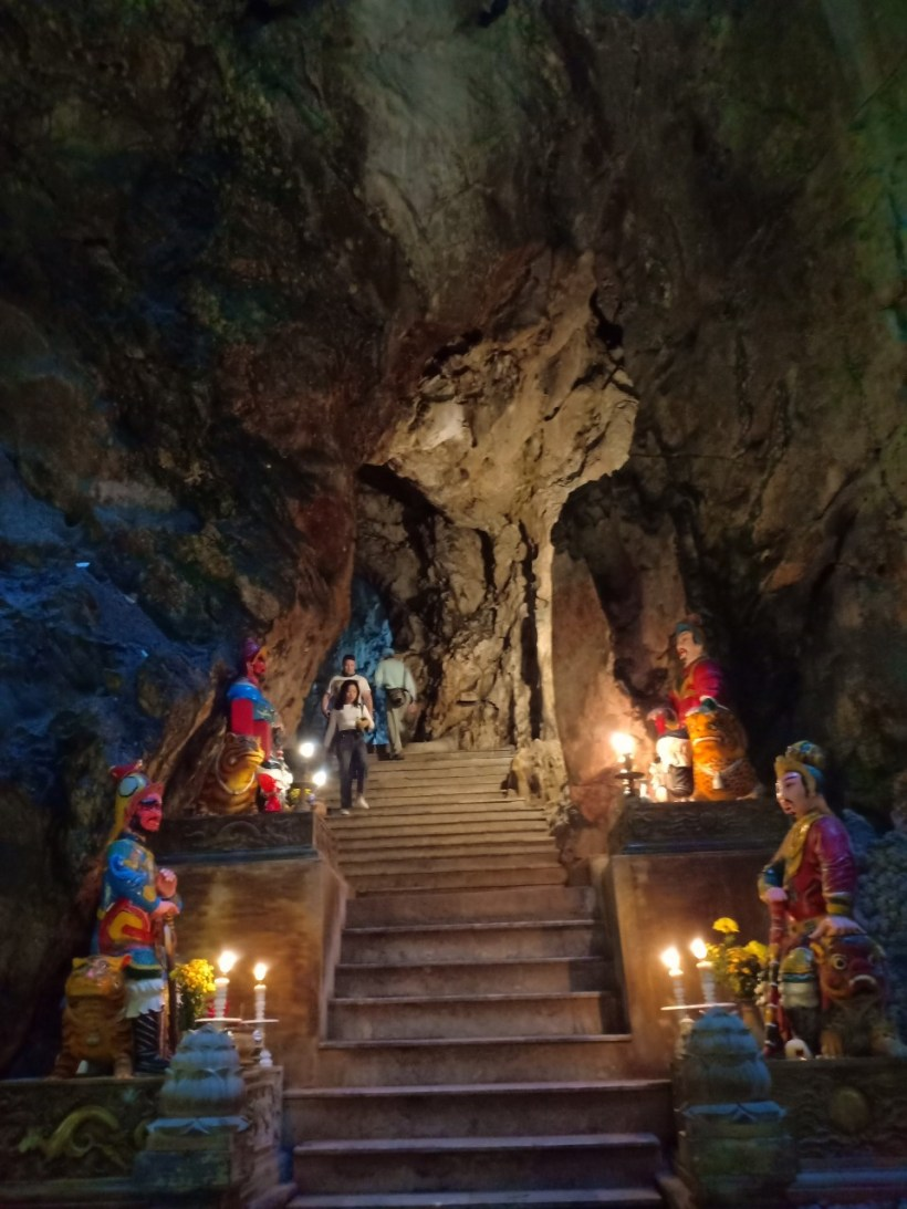 Marble mountains, Am Phu cave and monkey mountains (7)