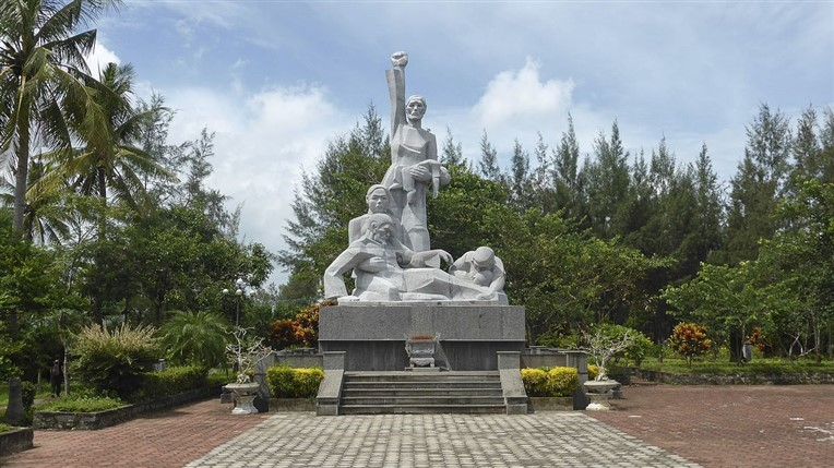 My Lai massacre and Vietnamese Heroic Mother Monument (7)