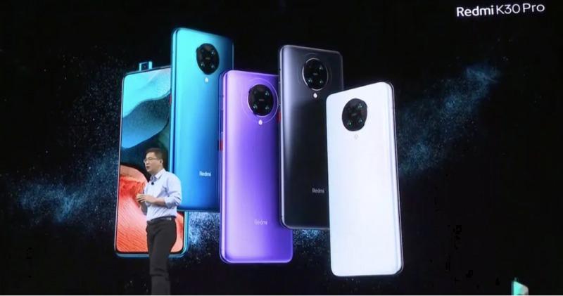 フルスクリーンデザインと、90Hzまたは120Hzのリフレッシュレートでは実現できない印象的なバッテリー寿命を提供したいと述べているシーンの様子