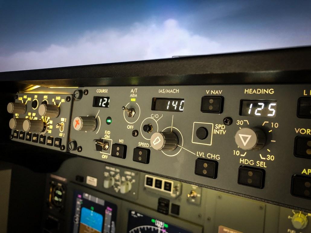 Simulatore di volo 737-800 Milano - MCP detail