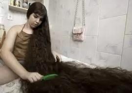 Vendió su cabello para comprar una casa