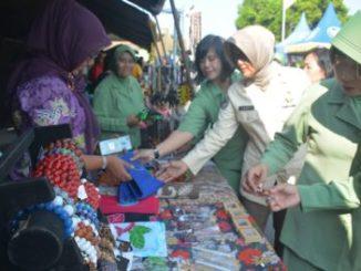Harga Sembako Selalu Melambung Tinggi Jelang Lebaran, Harga di Pasaran Rp 22. 500, Tentara Jual Telur Ayam Rp 19.800 Per Kilo.