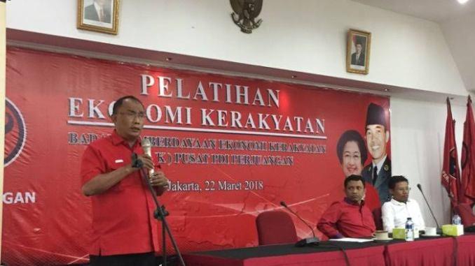 Politisi Banteng Ajak Bergandengan Tangan, Tak Perlu Ada Kubu-Kubuan Lagi Effendy Sianipar Minta Pendukung Jokowi & Prabowo Bersama-Sama Bangun Bangsa.