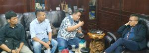 Wakil Ketua DPRD DKI Jakarta, M Taufik saat bertemu dan berdiskusi dengan jajaran pengurus Dewan Pimpinan Daerah Gerakan Angkatan Muda Kristen Indonesia (DPD GAMKI) Provinsi DKI Jakarta, di ruang pimpinan DPRD DKI Jakarta, Selasa (26/11/2019).