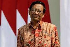 Tito Karnavian Kena Seruduk, Senator Minta Penjelasan Terbuka Menkopolhukam Mahfud MD. – Foto: Menkopolhukam Mahfud MD.(Net)