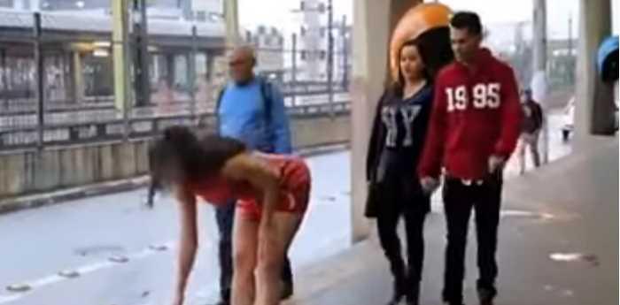 La sexy broma. FOTO: Captura de video