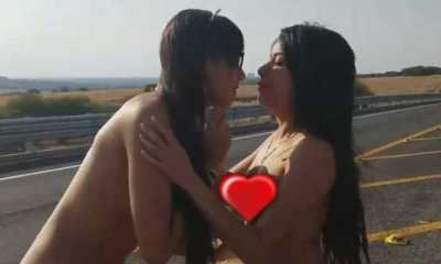 Mia Marin y Janeth Rubio, al desnudo en carretera. FOTO: Twitter