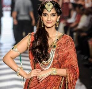 iijw-13-grand-finale-sonam-kapoor-bridal-jewelry-e1376423959379