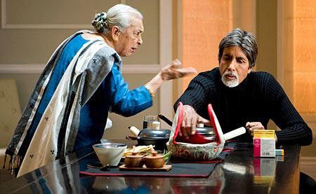 ज़ोहरा सहगल: ज़ोहरा सहगल को हिंदी सिनेमा के दर्शकों ने ज़्यादातर दादी के रोल में देखा है, लेकिन चीनी कम में उन्होंने अमिताभ बच्चन की मां का रोल निभाया। उम्र की लक़ीरें भले ही चेहरे पर झुर्रियों की सूरत में दिखाई देती हों, लेकिन ज़िंदादिली में कोई कमी नहीं। पर्दे की सबसे उम्रदराज़ मां हैं ज़ोहरा सहगल।