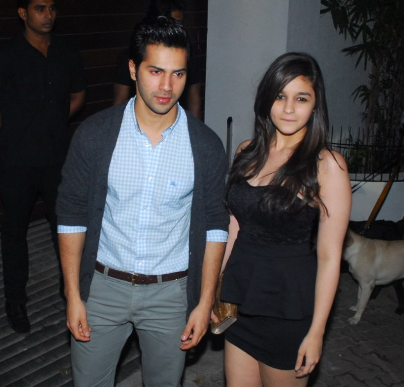 k044s7taqpsvcf1p.D.0.Varun-Dhawan-with-Alia-Bhatt-at-house-warming-party-of-Imran-Khan-in-Mumbai