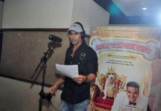 Akshay Kumar Singing Entertainment