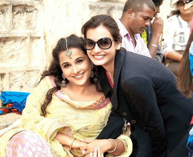 vidya-balan-dia-mirza-on-sets-of-bobby-jasoos_139272119330