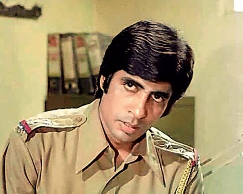 जंजीर- 1993 में आई इस फ़िल्म में अमिताभ ने इंस्पेक्टर विजय खन्ना का रोल निभाया।