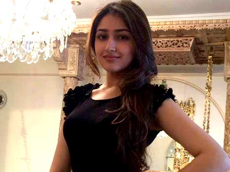 sayesha-saigal-5569b34709481_exlst