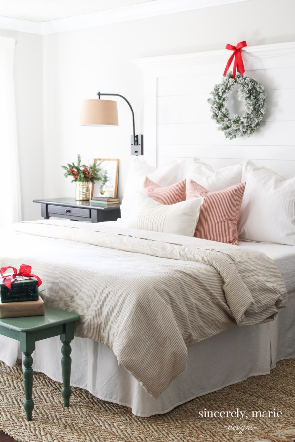 classic red christmas bedroom - Christmas Bedroom