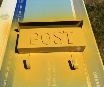 Simple mailbox makeover for under 10 dollars
