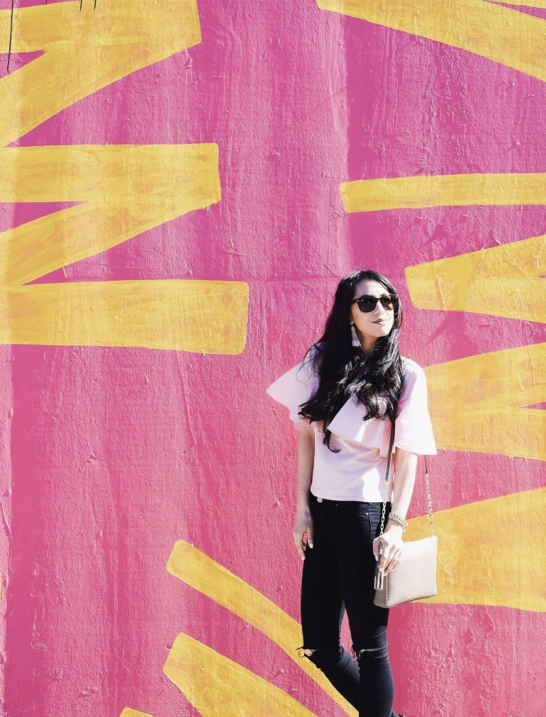 light pink ruffle tee, black denim, leopard loafers, taupe bag chicago mural