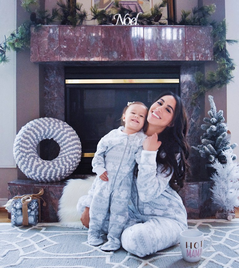blogger-sleepyheads-pajamas-snowflake-onesie-sincerely-styled-brittany-seiden-family-matching