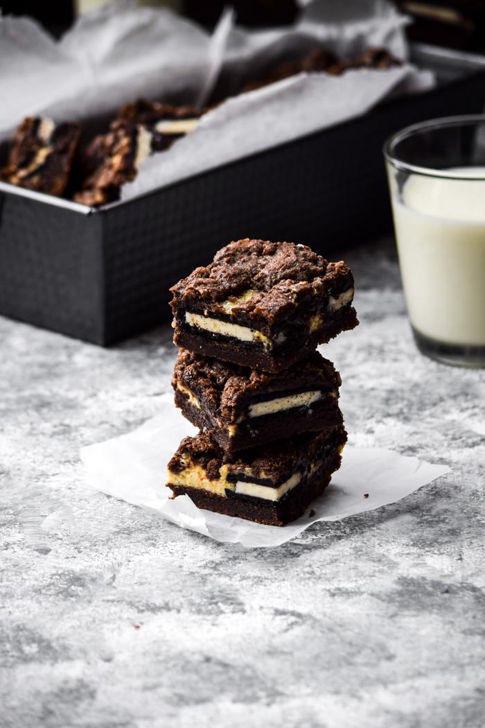 vegan cookies and cream cheesecake bars