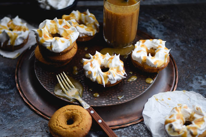 meringue-frosted-butterbeer-baked-doughnuts-4
