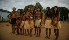 Ademirs' family was nomadic, but his father wanted him to study. At 14 he went to Belém and years later became the first Indian to enter the Federal University of Pará, in a time when there was no quota system. He studied Social Sciences and graduated in Anthropology, returned to his village and married a Munduruku.