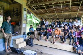 Looking back and final presentations of the participants with various (visual) stories about Mentawai culture and identity.