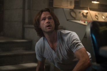 """Supernatural --""""Who We Are"""" -- SN1222a_0006.jpg -- Pictured: Jared Padalecki as Sam -- Photo: Diyah Pera/The CW -- © 2017 The CW Network, LLC. All Rights Reserved"""
