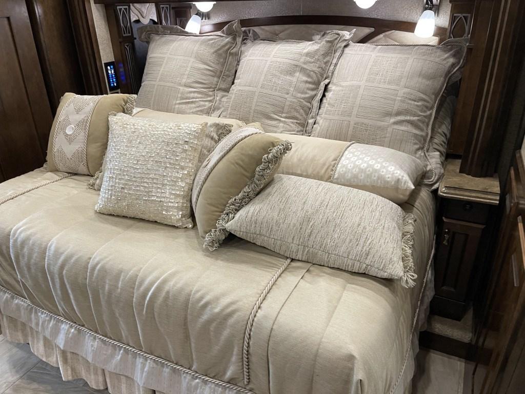 Tiltable king bed