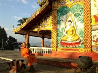 Consejos y curiosidades sobre Laos - Niño budista