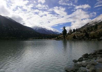 Lago Xinlu - Viaje a Sichuan, ruta en coche por el lado tibetano