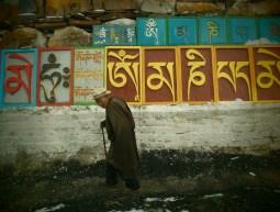 Sichuang - Tibetano paseando por Litang