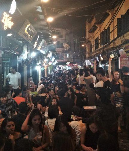Hanoi Barrio Antiguo Terrazas scaled - Barrio antiguo de Hanoi: Top 5 lugares que visitar