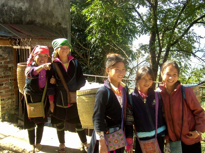 Sapa Rice terraces with Hmong girls scaled - Sapa rice terraces, 2-day trekking: my experience