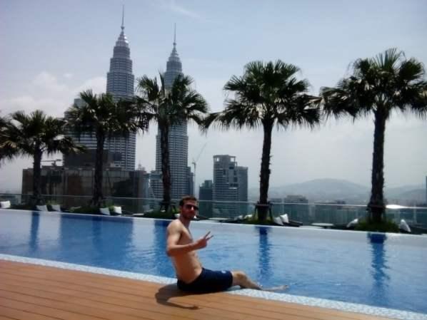 Malasia Piscina Kuala Lumpur 500x375 - Kuala Lumpur & Tioman Island: 7 days in Malaysia