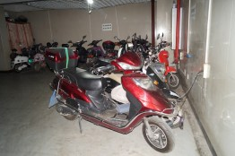 Vida en China - Parking cargando motos eléctricas