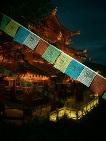Viaja a Yunnan - Shangri-La - banderas de plegaria