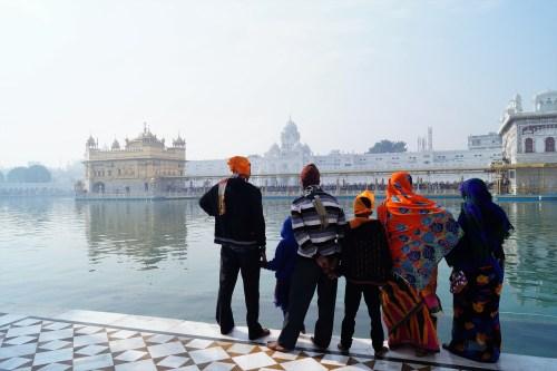 Amritsar - Familia en el Templo Dorado