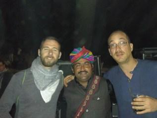 Con uno de los integrantes de Barmer Boys